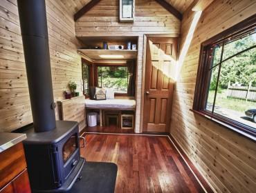 Tiny House Movement - Belgium - een kachel in de woonkamer